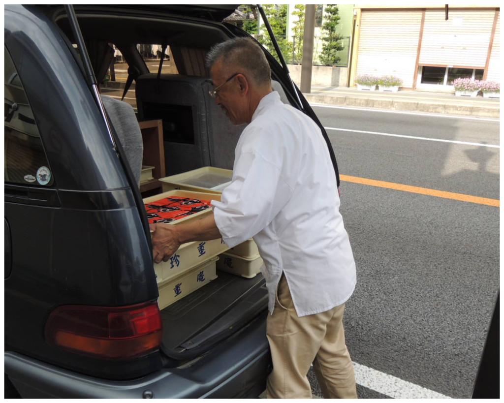 熊野もうで餅ができるまで 車で各販売拠点へ